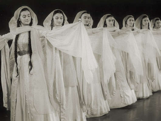 Bailarinas armenias en París