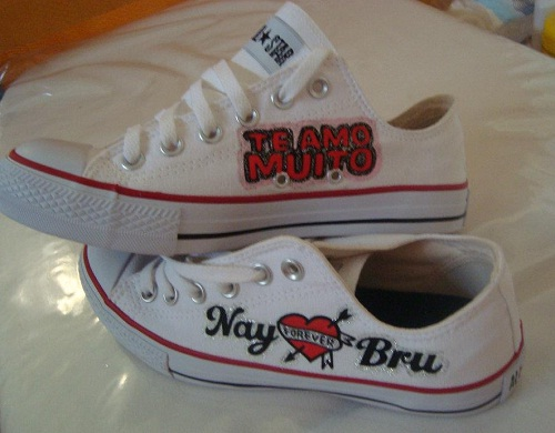 Tênis All Star Converse customizado com frase de amor