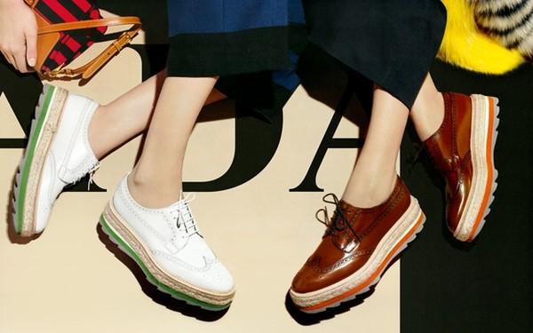 giày đế xuồng bằng chất liệu da