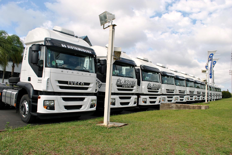 Euro V: Patio cheio de veículos vendidos na Carboni Iveco de Videira DSC 0001