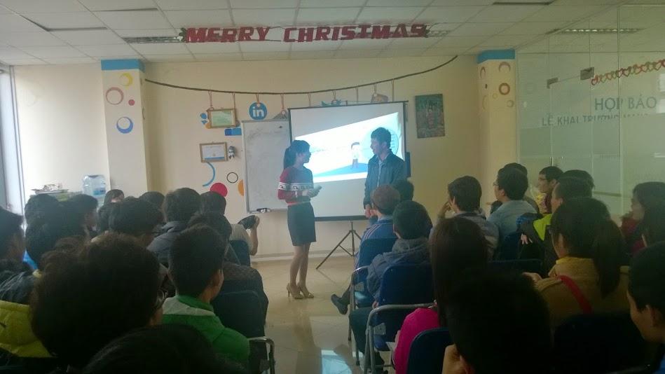 Sinh viên Cao đẳng thực hành tham gia chương trình giao lưu với phía công ty CleverAds.