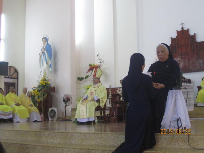 Lễ Kim Khánh và Vĩnh Khấn Dòng Khiết Tâm Đức Mẹ Nha Trang 2013
