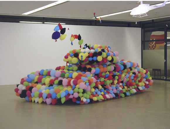 Balloon Tank Deflating by Idee Inges