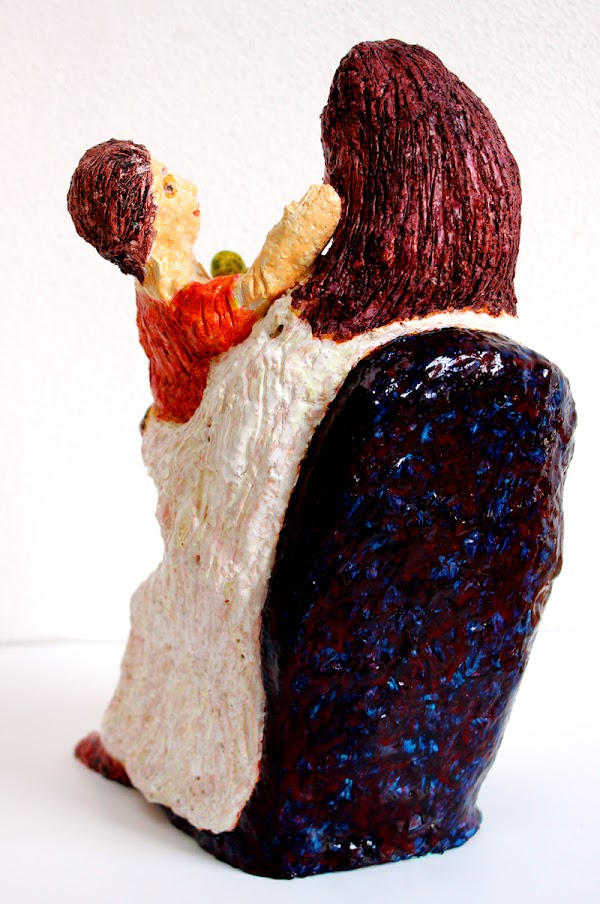 mare de déu amb el nen sostenint una poma (beeld van frank waaldijk, detail achter)