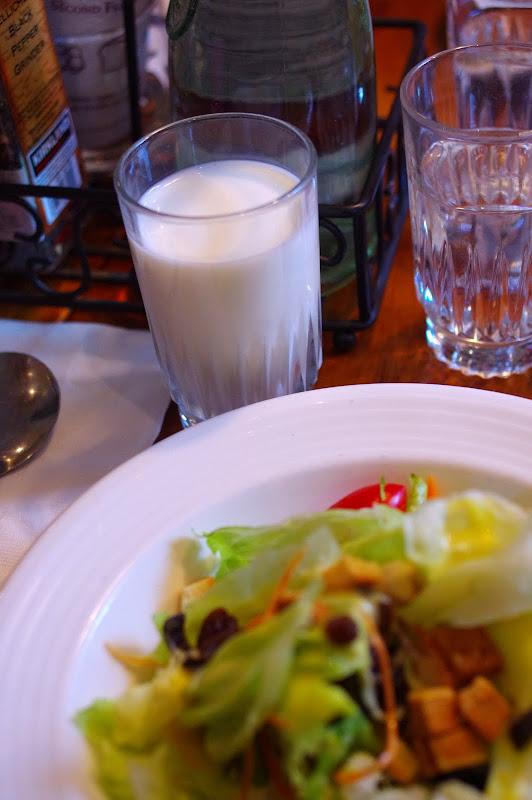 早午餐的牛奶