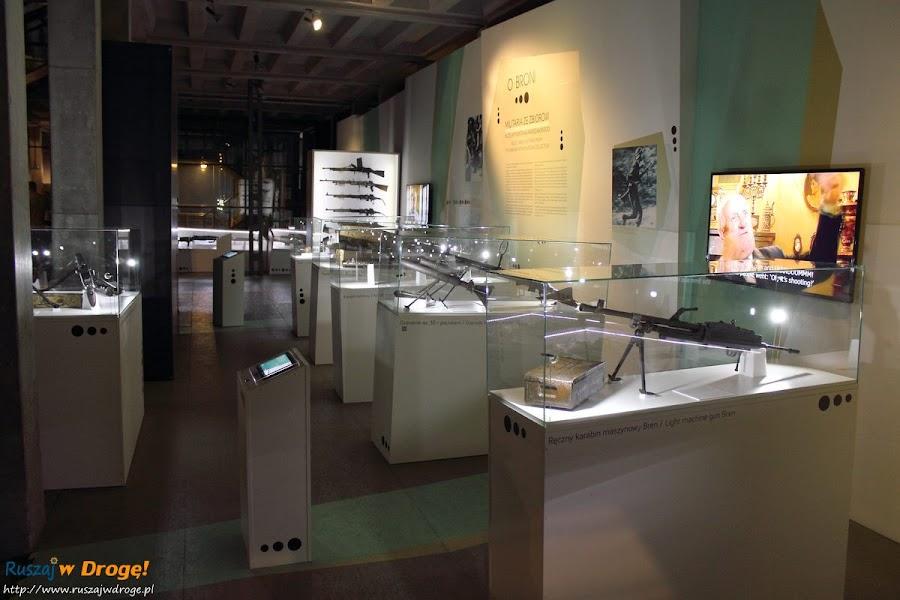 muzeum powstania warszawskiego - wystawa uzbrojenia