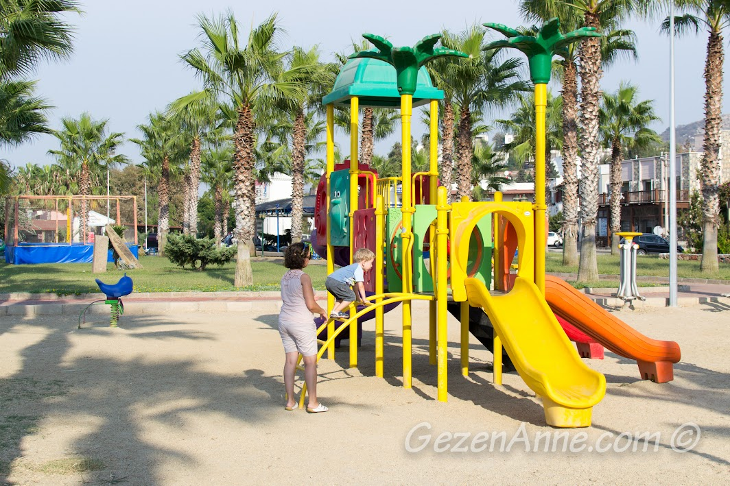 Yalıkavak sahildeki çocuk parkı