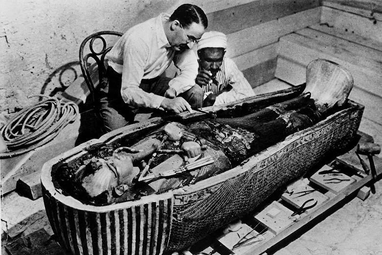 Após muito investimento, finalmente em novembro de 1922 é encontrada a tumba do faraó menino