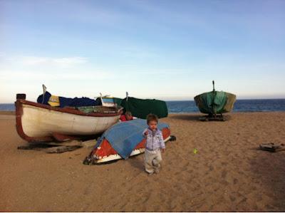 Pol e Izan en la playa de Badalona, 2012