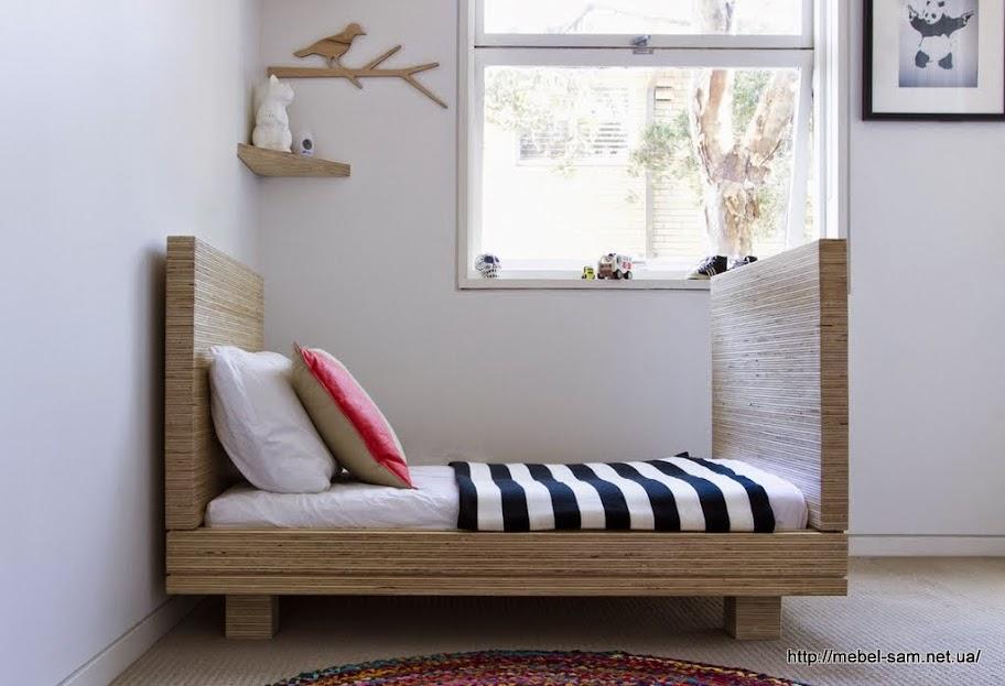 Детская кроватка со снятыми боковинами