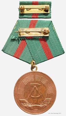 222a Medaille für treue Dienste in der Zollverwaltung der Deutschen Demokratischen Republik in Bronze für 5 Jahre www.ddrmedailles.nl