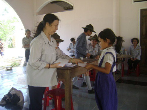 Phái đoàn BHD/T.Ư GĐPTVN cứu trợ bảo lụt tại tỉnh Bình Định