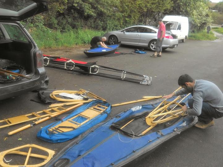 Montage des kayaks à Montgiroux