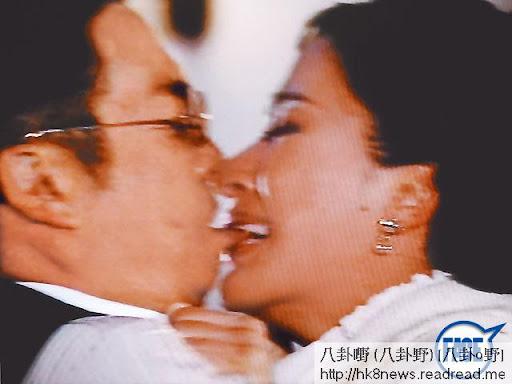 楊怡為松哥第 4位太太,但因松哥之後搭上 JJ(賈曉晨),令楊怡傷心走佬,最後松哥要重新追求楊怡。
