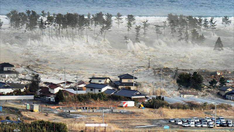 https://lh6.googleusercontent.com/-r_cGH6NNsys/TXpERx0UWAI/AAAAAAAABgg/0-TXjofOcuU/s1600/japan-tsunami-earthquake-photo-stills-003.jpg