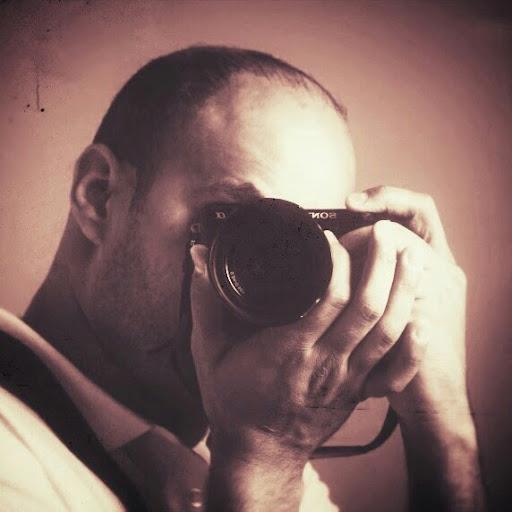 Manuel Mena Photo 33