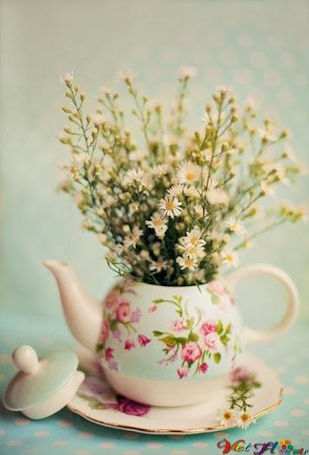 Biến ấm trà cũ thành lọ hoa
