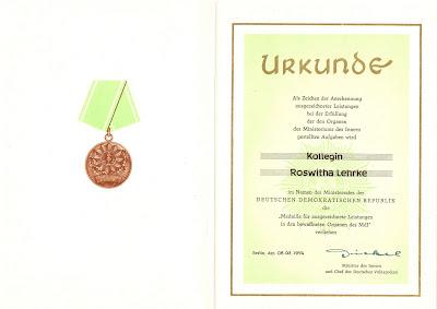 175b Medaille für ausgezeichnete Leistungen in den bewaffneten Organen des Ministeriums des Innern 2 meer informatie: http://sites.google.com/site/ddrmed/