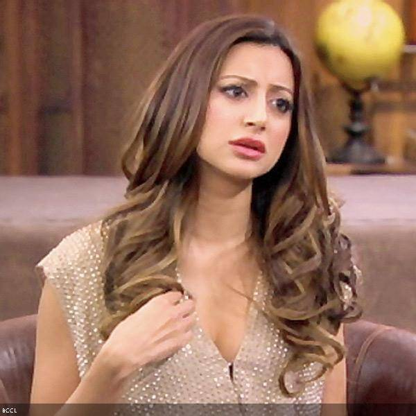 Noureen DeWulf co-stars with Charlie Sheen in the TV series Anger Management in the role of Lacey.