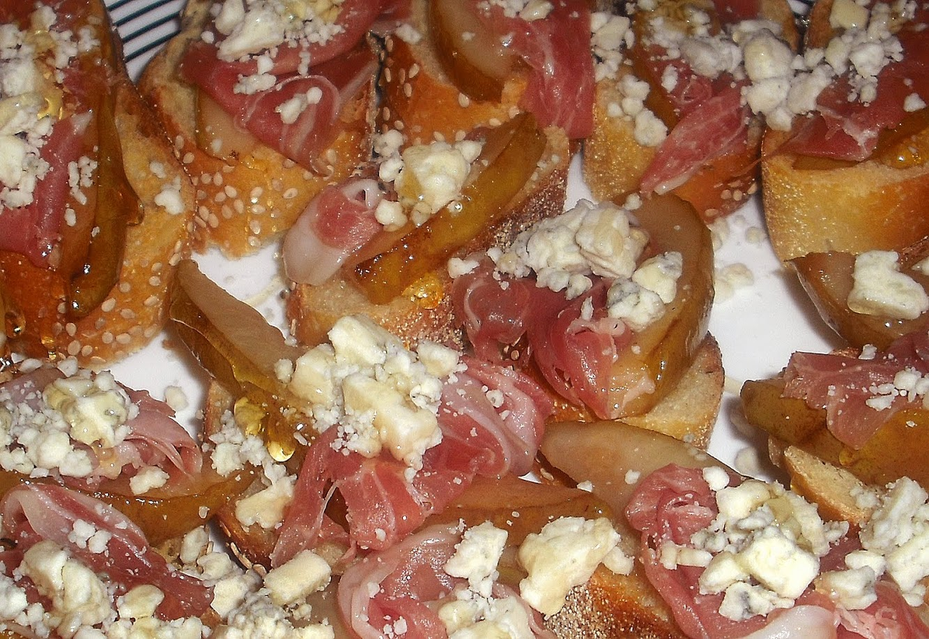 Pear, Prosciutto & Blue Cheese Crostini