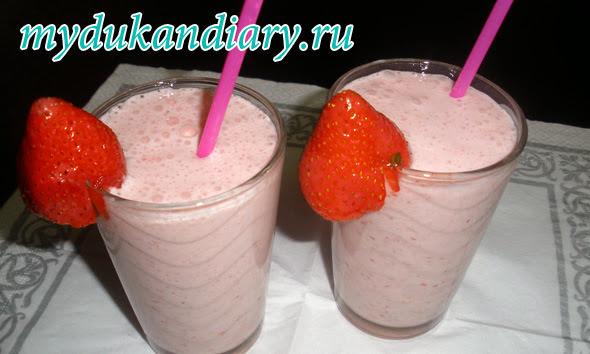 клубничный milk shake