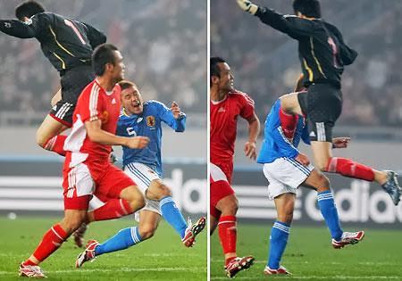中国サッカー選手の危険なラフプレー