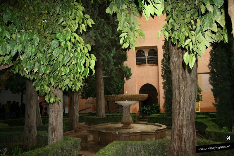 Jard n de lindaraja palacio de los leones palacios for Jardin de la reina granada