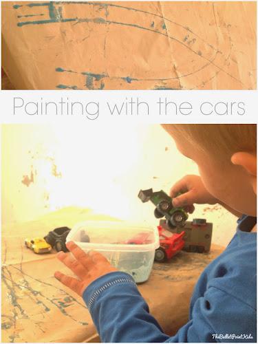 Auta místo štětče - netradiční malování pro kluky