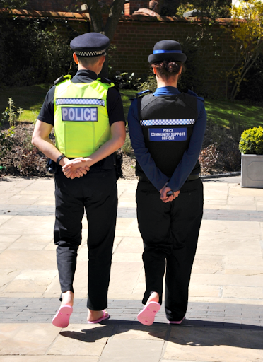 Cops in pink flip flops tackle crime (Picture: Hampshire Constabulary)