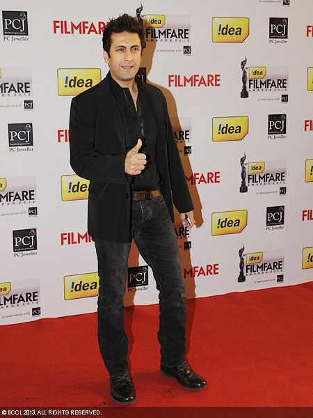 Kiran Janjani with a thumbs up as he poses for the cameras during the 58th Idea Filmfare Awards 2013, held at Yash Raj Films Studios in Mumbai.Click here for:<br />  58th Idea Filmfare Awards