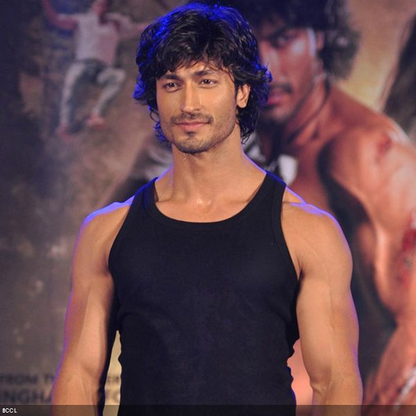 Action is an integral part of a typical Bollywood potboiler. Check out actors, who thrilled cinema fans with their incredible stunts.  Vidyut Jamwal, who impressed one and all with his chiseled body and acting skills in John Abraham's 'Force', is all set to hit the bull's-eye with his daredevil act in his upcoming release 'Commando'.