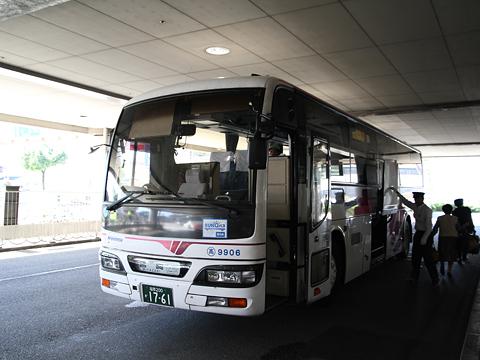 西日本鉄道「フェニックス号」 9906 宮交シティ到着