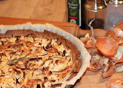 Tarte légère à l'oignon, au romarin et au piment d'Espelette - recette indexée dans les Entrées