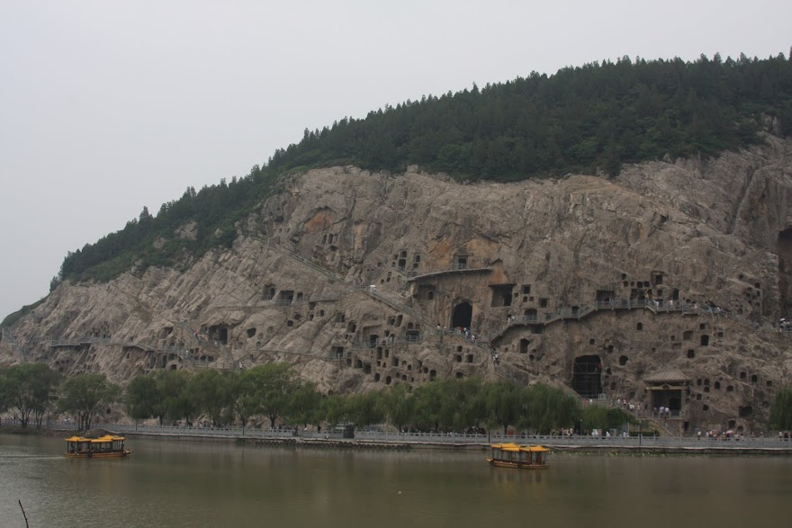 Visitar as GRUTAS DE LONGMEN a caminho de XIAN | China