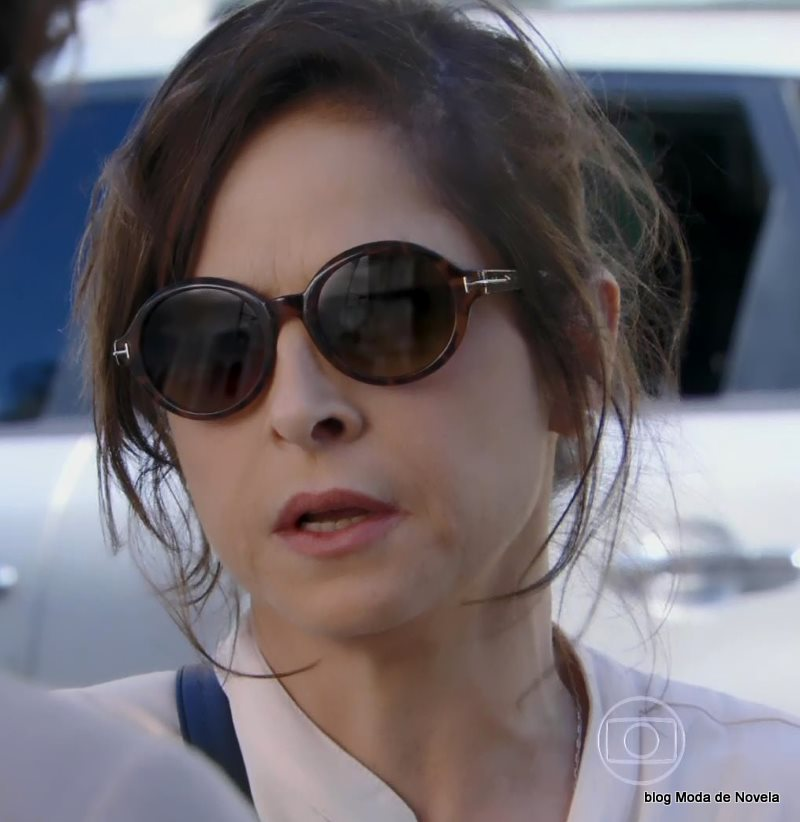 moda da novela Império - óculos de sol da Cora dia 11 de agosto