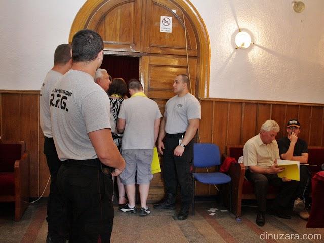 Cu badigarzii după uşă, Băişanu a forţat schimbarea lui Galan de la şefia PNL Rădăuţi. Miza alegerilor: nou înfiinţatele organizaţii de cartier