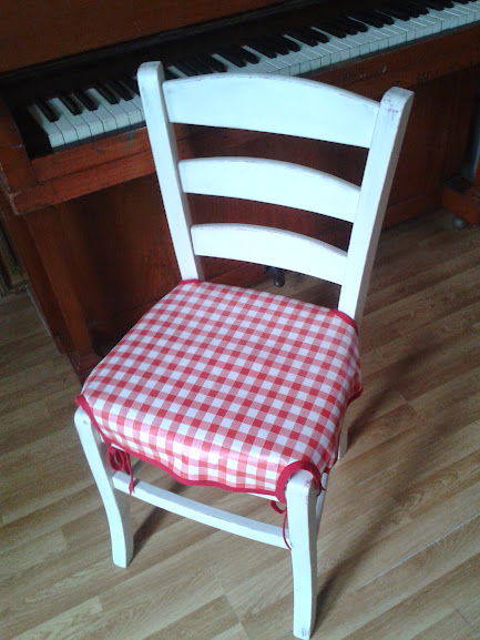 Miraculous Tutorial Oilcloth Dining Chair Covers Level Beginner Beatyapartments Chair Design Images Beatyapartmentscom