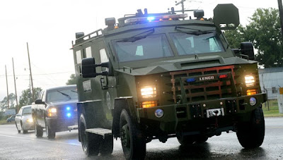 Louisiana: armored vehicles and no-fly zone for bank stand-off