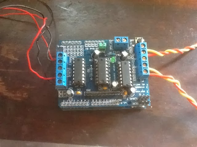 Arduino Leonardo hidden by AdaFruit Motor Shield (v1)