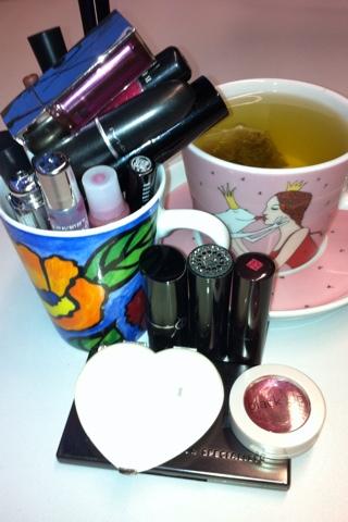 Lippenstiftansammlung im Büro