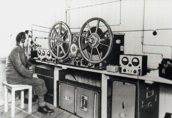 Resultado de imagen de old tape recorder