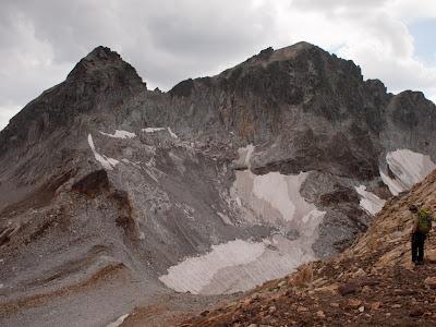 Vista frontal del massís dels Gorgs Blancs des del Gourdon