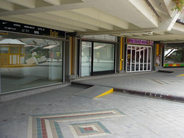 leere Geschäfte im Faro 2 Shoppincenter