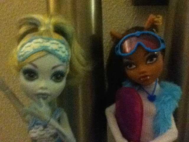 Foto de SANDRAHIGH: Lagoona Blue Dead Tired y Clawdeen Wolf con ropa de Abbey Bominable