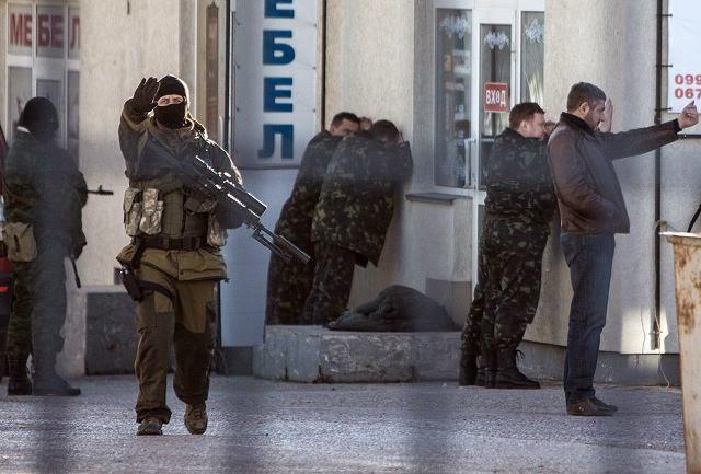 DOMINIO RÁPIDO. LA GRANJA. Partida abierta. 06-04-14. Pro-Russian_troops_have_taken_the_control_of_the_Ukrainian_naval_headquarters_in_Sevastopol_Crimea_Ukraine_640_001