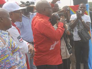 Jean Bertrand Ewanga, secrétaire général de l'UNC lors d'un meeting de l'opposition politique congolaise lundi 4 août à Kinshasa. Radio Okapi/Ph. John Bompengo.