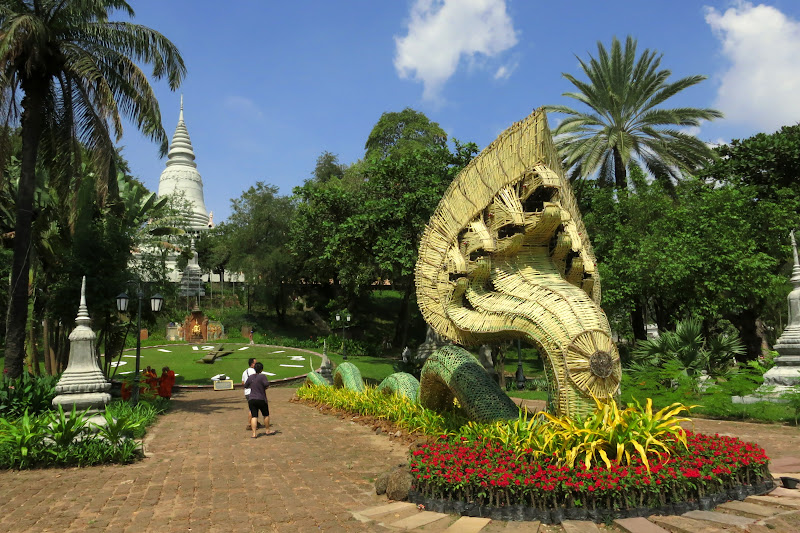 Straw nagas on Wat Pnomh grounds