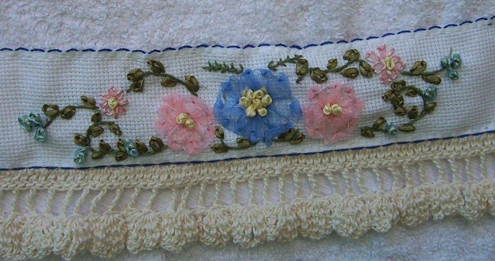 Bordados con cintas cojín con flores dalias - YouTube