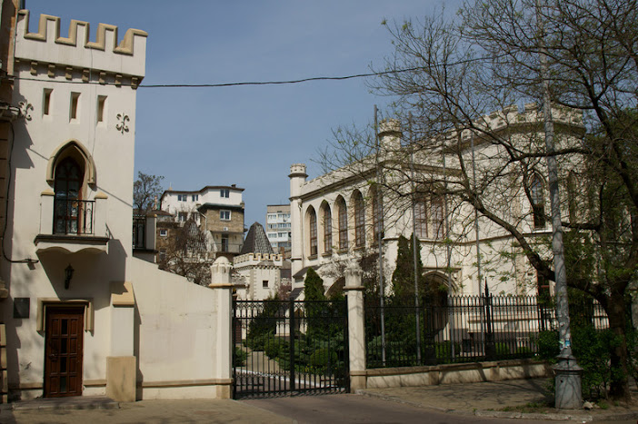 Мемориальный комплекс из двух видов гранитов Улица Сергея Эйзенштейна Мраморный голубь Серпухов