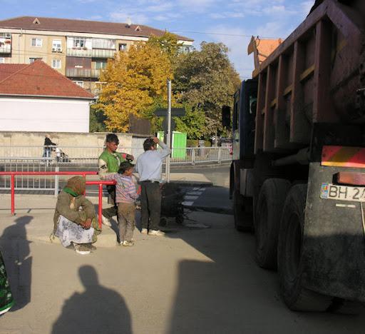 Ţigani culegători de fier vechi în Oradea #3
